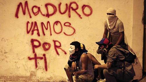 Opposants à Maduro dans les rues de Caracas le 24 février