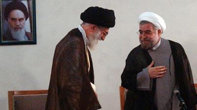 L'ayatollah Ali Khamenei (gauche) et le président Hassan Rohani