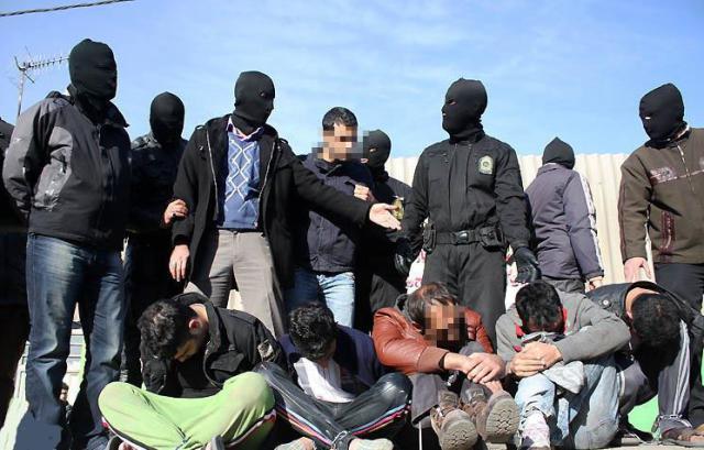 Rafles par des policiers en cagoule dans les quartiers populaires de Téhéran