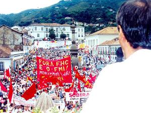 Campagne: Dehors Fernando Henrique Cardoso en 1999, au micro Ze Maria