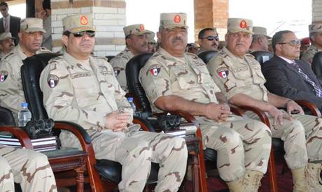 Avant de se présenter à la présidentielle, Sissi réorganise les sommets de l'armée (17 mars 2014)