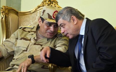 Al-Sissi (gauche) et son complice Mohamed Ibrahim, ministre de l'Intérieur
