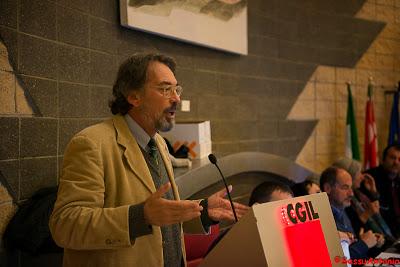 Giorgio Cremaschi lors d'une réunion:  «Le syndicat est une autre chose»