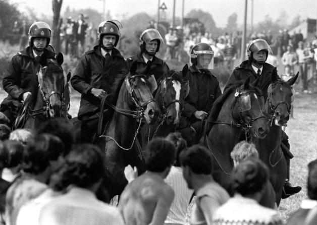 31 mai 1984, des piquets de grève à Orgreave face à la police