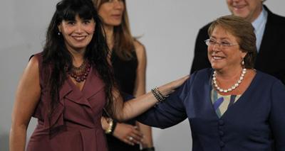 Javiera Blanco, ministre du Travail, liée à l'establishment, et Michelle Bachelet, lors de la présentation du nouveau gouvernement