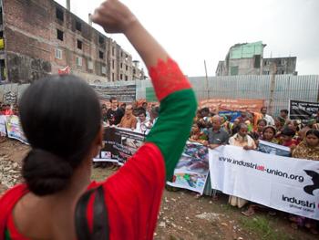Manifestation, le 18 avril 2014. Selon la presse du Bangladesh des accidents similaires se sont produits avant le Rana Plaza et on continué après. (Réd. A l'Encontre)