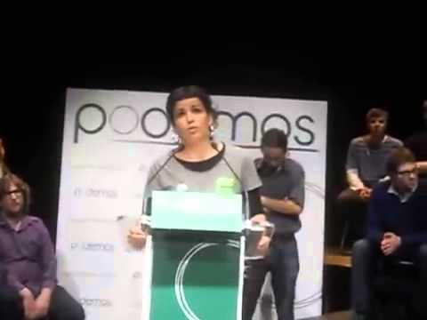 Teresa Rodriguez. En arrière-plan, Pablo Iglesias