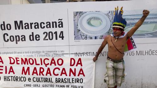 Manifestation contre la démolition des abords du stade Maracana, à Rio de Janeiro, le 1er décembre 2012