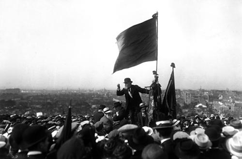Le 25 mai 1913, Jaurès prononce un discours au Pré-Saint-Gervais en Seine-Saint-Denis