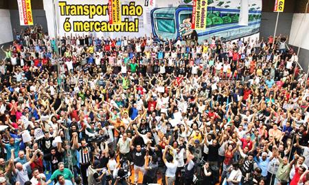 Assemble des grévistes du métro le 8 juin 2014