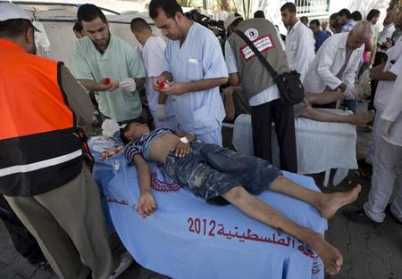 «Hôpital» de Rafah, après le bombardement d'une école de l'ONU