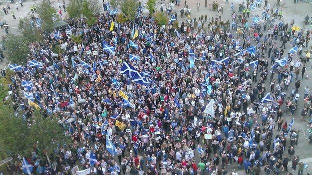 Manifestation devant le siège de la BBC Scotland à Glasgow,  le 13 septembre 2014