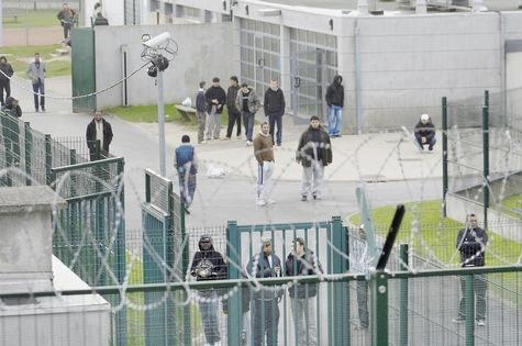 Centre de rétention du Mesnil-Amelot