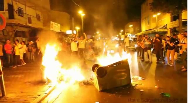 Manifestation contre les immigrés dans les rues du quartier Hatkiva à Tel-Aviv