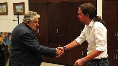 Pepe Mujica et Pablo Iglesias, au Palais présidentiel
