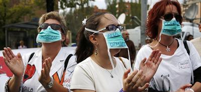 Le 8 octobre 2014, des infirmières demandent la démission de la ministre de la Santé: Ana Mato. Manifestation devant Carlos III