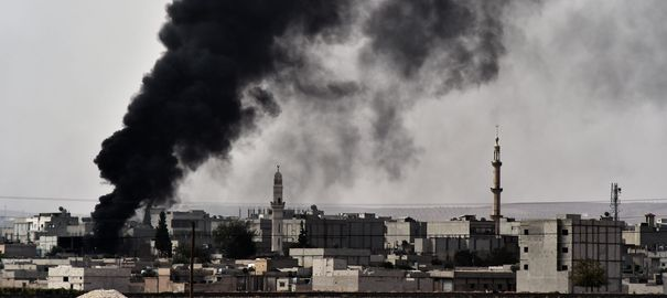 Kobané, ville kurde, à la frontière de la Turquie, étranglée par Daech,  avec la complicité du gou- vernement turc (octobre 2014)
