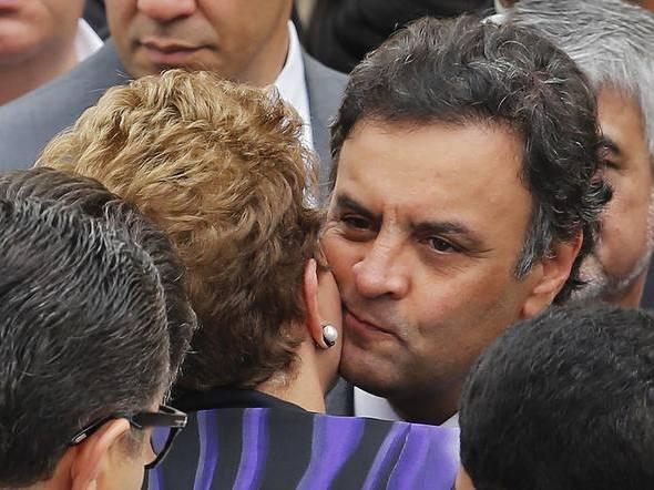 Dilma Rousseff embrasse Aécio Neves... Ni l'in, ni l'autre ne sont à embrasser le 26 octobre, deuxième tour de l'élection présidentielle au Brésil deuxième tour des élections présidentielles au Brésil.