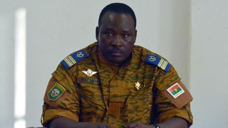 Le lieutenant-colonel Isaac Zida, au siège du Conseil économique et social, à Ouagadougou, le 2 novembre 2014: une transition à surveiller...