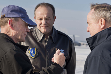 Martin E. Dempsey, chef des armées US, Phillip M. Breedlove,  commandant suprême des forces alliées en Europe, Mark Welsh III, commandant de l'US Air Force en Europe (de g. à d.)