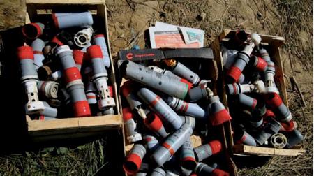 Caisses de grenades pour la plupart lacrymogènes, déversées après le 25 octobre devant la préfecture par  les zadistes