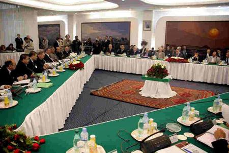La «tripartite», réunion entre le patronat, l'UGTA et le gouvernement...
