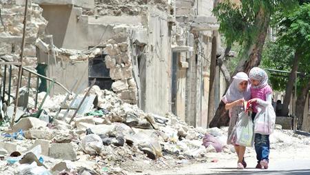 mage prise par le photographe franco-syrien Ammar Abd Rabbo à Alep, exposée dans le cadre de l'exposition ALEP, A eLles, Eux, Paix!,  à la galerie Europia, Paris