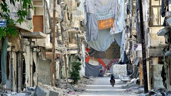 Image prise par le photographe franco-syrien Ammar Abd Rabbo à Alep, exposée dans le cadre de l'exposition ALEP, A eLles, Eux, Paix !, à la galerie Europia, Paris.