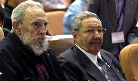 Fidel Castro et Raul Castro...