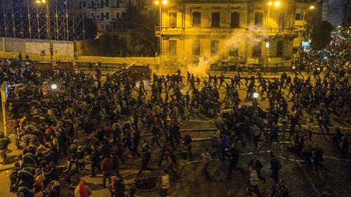 Manifestants descendus dans la rue de tous les quartiers au Caire. Ils ont envahi la place Tahrir à l'annonce du verdict d'acquittement de Moubarak le 29 novembre. L'immense majorité n'était pas des Frères musulmans, contrairement à ce que dit le pouvoir. Les slogans des Frères musulmans étaient interdits par les manifestants. Dans beaucoup d'autres villes d'Egypte, il y a eu également  des manifestations  spontanées
