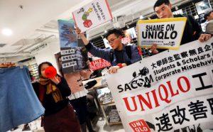 Des étudiants, à Hong Kong, occupe un magasin Uniqlo