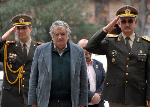 Mujica et les militaires