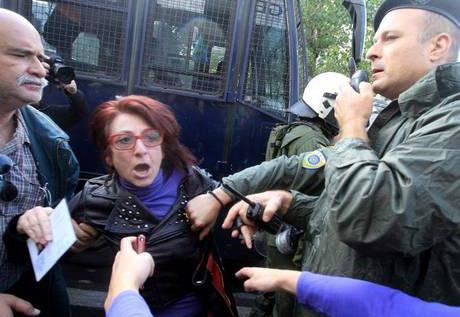 La députée Gianna (Ioanna) Gaitani lors de la fermeture d'ERT en juin 2013