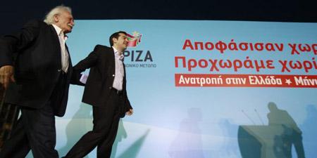 M. Glézos et Tsipras lors du congrès de Syriza en juillet 2013