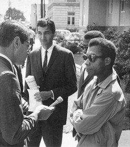 Howard Zinn, James Baldwin et un journaliste, octobre 1963