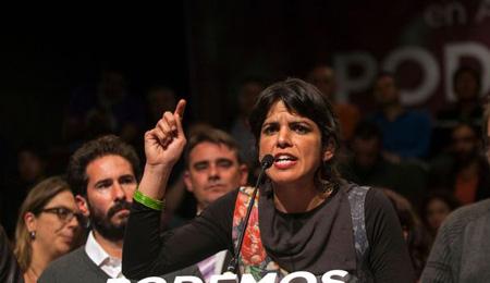 la-candidate-du-parti-espagnol-anti-austerite-podemos-teresa-rodriguez-c-le-22-mars-2015-a-seville-apres-la-fermeture-des-urnes-lors-des-elections-regionales-en-andalousie_5306317