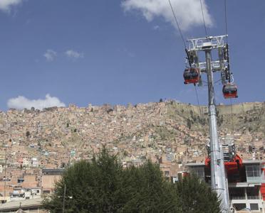 «Mon Téléphérique, unissant nos vies»: l'une des trois premières lignes reliant El Alto et La Paz inaugurées en 2014