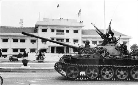 Le 30 avril 1975, prise du palais présidentiel de Saigon...