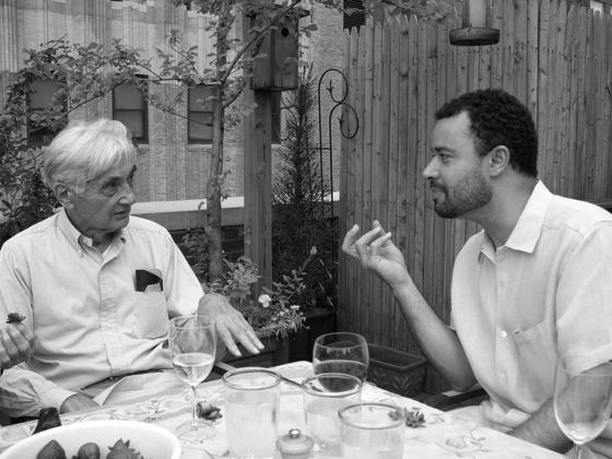 Brian Jones (à droite) avec Howard Zinn
