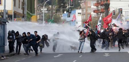 La réponse policière à une manifestation étudiante en mai 2015