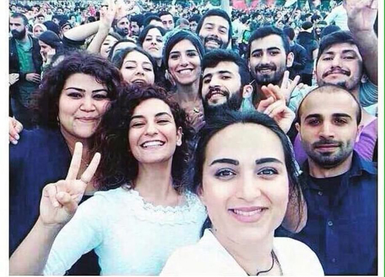 Photo prise par les jeunes militants eux-mêmes avant l'explosion