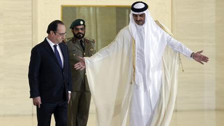 François Hollande et l'émir du Qatar, Cheikh Tamin bin Hamad Al-Thani, à Doha, mai 2015: achat de 24 Rafale