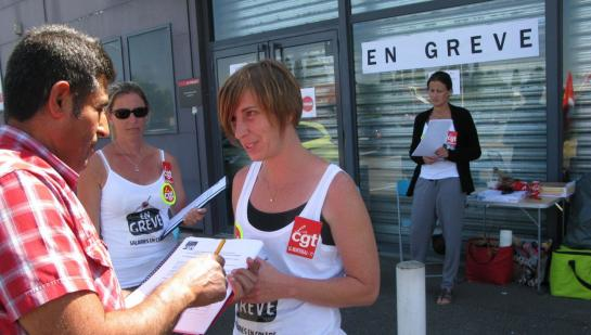 Grève des 4 salariées de La Halle vêtement à Montereau fin juin