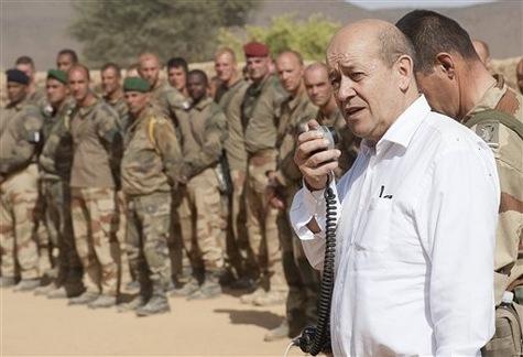 Le ministre de la Défense Jean-Yves Le Drian au Mali, 2013