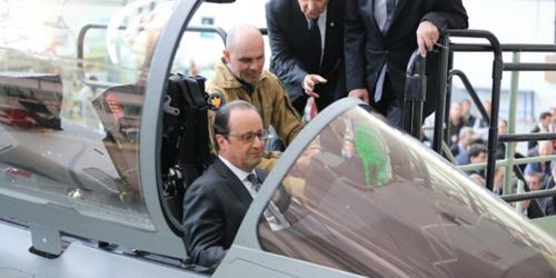 Hollande, en mars 2015: «Il y a de multiples signes qui indiquent que l'économie repart. La vente du Rafale en est un de plus.»
