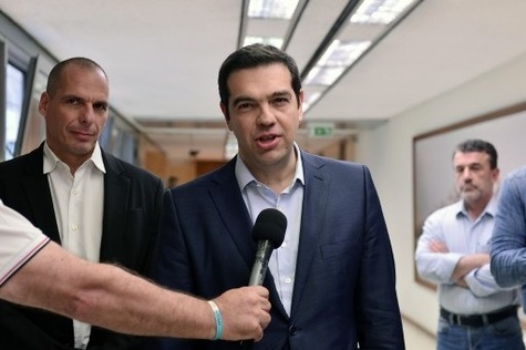 Alexis Tsipras annonce la démission de Varoufakis