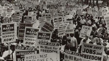 Mouvement pour les droits civiques des années 1960.  Le Civil Rights Act est signé en 1964 par Lyndon Johnson