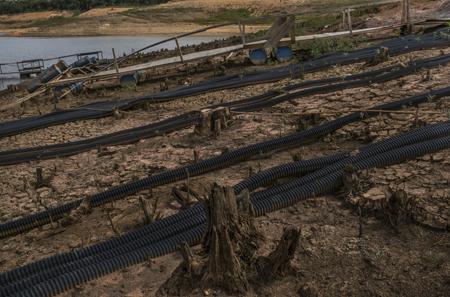 Tuyau de la Sabesp transportant de l'eau sur 120 km d'un réservoir à un autre
