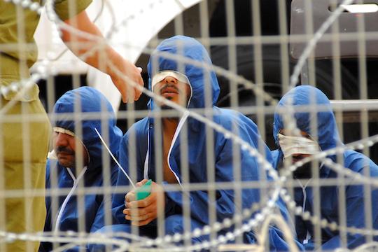Prisonniers palestiniens dans une prison militaire israélienne