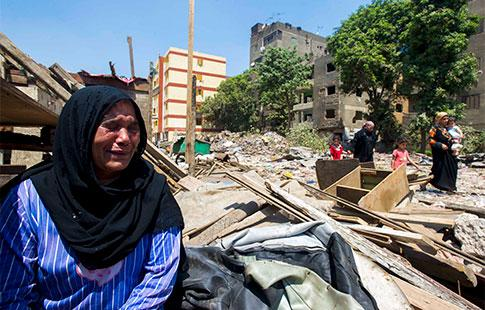 A la périphérie du quartier huppé de Doqqi, au Caire, le 30 août 2015, un bidonville abritant plus de 200 familles est détruit de manière «musclée» par la police. Les familles refusent de partir.